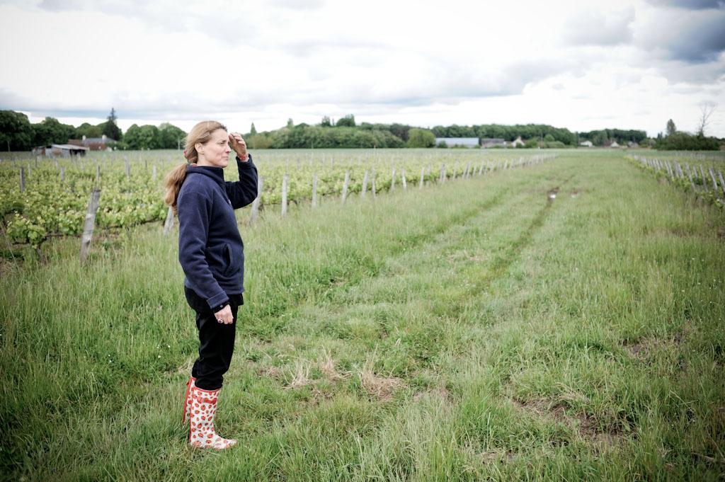 Laura Semeria tra le vigne di Pinot Noir a Cheverny
