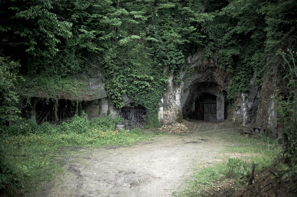 Le cantine secolari scavate nel calcare di Jean Pierre Robinot